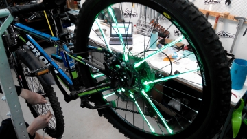 Установка велоподсветки 8 трубки на одно колесо