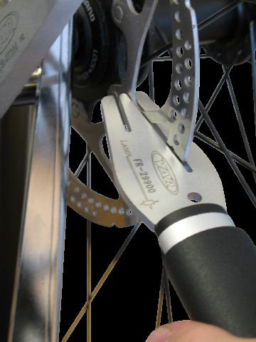 Выравнивание тормозного диска велосипеда