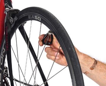 Исправление восьмерки колеса велосипеда (на раме)