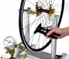 Центровка колеса велосипеда (на станке)