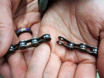 Ремонт порванной цепи велосипеда